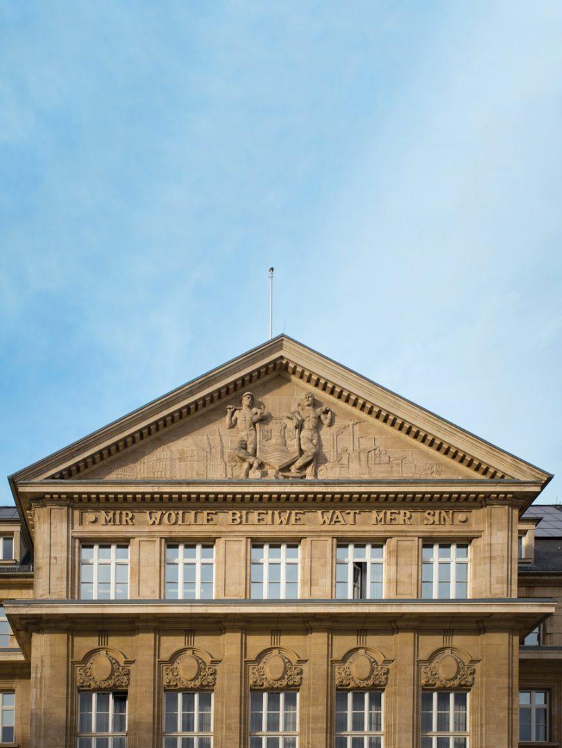 Mir will bleiwen wat wir sinn… motto del lussemburgo, statua o palazzo a Lussemburgo